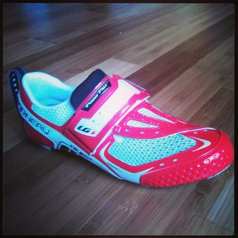 The new triathlon racing kicks for the rocket bike. These babies are custom molded to my foot, vented carbon fiber sole, dimpled front for boundary layer effect aerodynamics... too many other features to mention... but most of all, don't they just LOOK fast!?